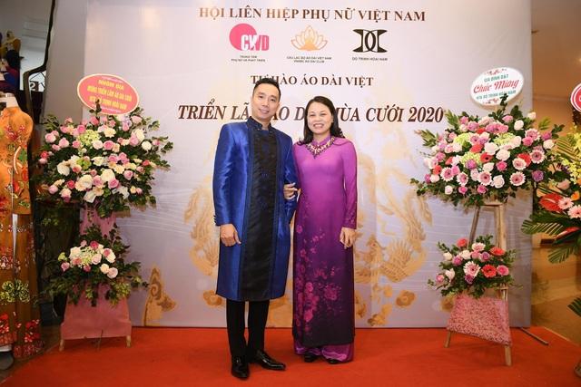 NTK Đỗ Trịnh Hoài Nam giới thiệu áo dài dát vàng đính 110 viên kim cương - 2