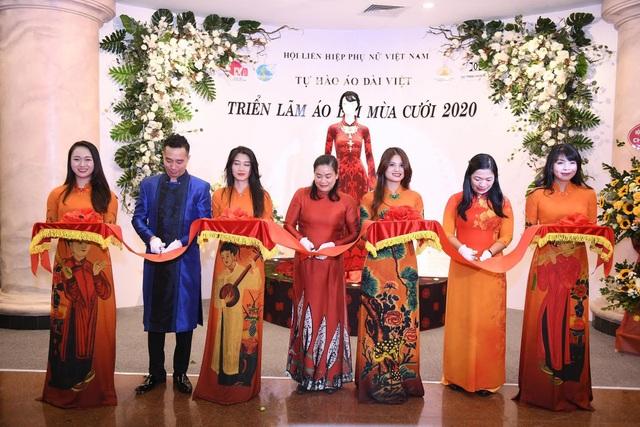 NTK Đỗ Trịnh Hoài Nam giới thiệu áo dài dát vàng đính 110 viên kim cương - 3