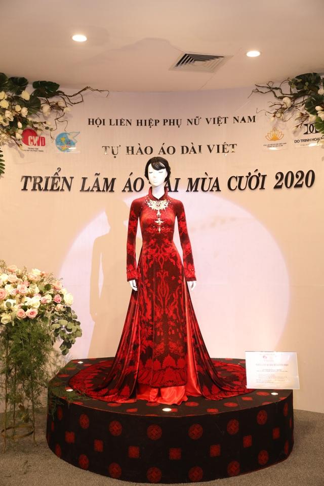 NTK Đỗ Trịnh Hoài Nam giới thiệu áo dài dát vàng đính 110 viên kim cương - 5