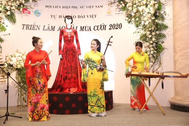 NTK Đỗ Trịnh Hoài Nam giới thiệu áo dài dát vàng đính 110 viên kim cương - 9