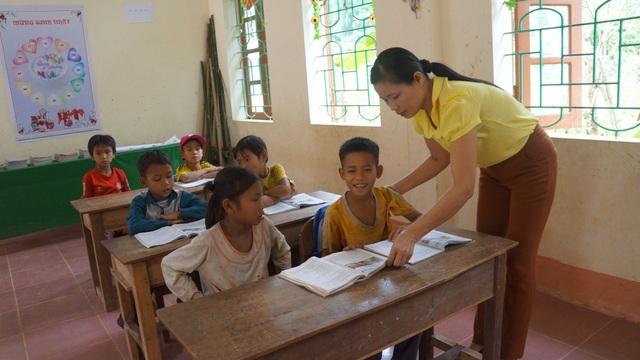 Nghệ An: Nhiều giáo viên hợp đồng được tuyển dụng đặc cách - 1