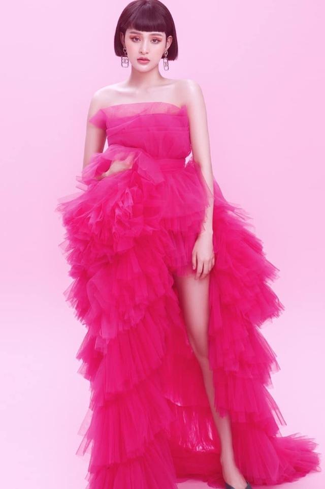 Hoa hậu Hoàn vũ 2011 diện váy cảm hứng hoa sen của nhà thiết kế Việt - 10