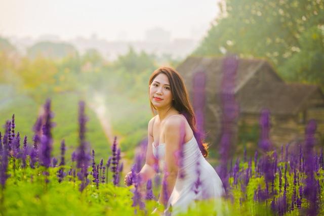 Lạc vào cánh đồng hoa Nữ hoàng xanh lãng mạn như châu Âu giữa lòng Hà Nội - 10