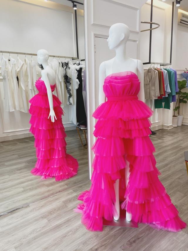 Hoa hậu Hoàn vũ 2011 diện váy cảm hứng hoa sen của nhà thiết kế Việt - 2