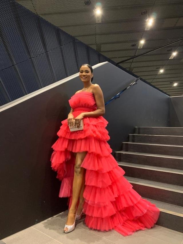 Hoa hậu Hoàn vũ 2011 diện váy cảm hứng hoa sen của nhà thiết kế Việt - 3