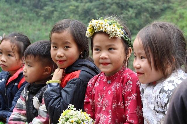 Ngắm nụ cười trong veo của những đứa trẻ vùng cao Hà Giang - 6