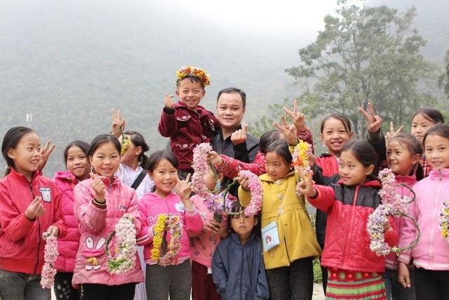 Ngắm nụ cười trong veo của những đứa trẻ vùng cao Hà Giang - 8