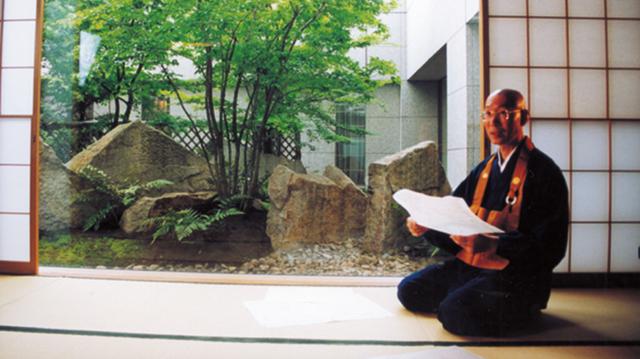 Đôi vợ chồng người Mỹ mua đất, làm nhà sống ẩn cư giữa rừng cây ở Nhật Bản - 1
