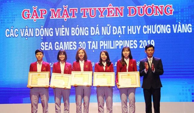 Tuyên dương 5 cầu thủ đội tuyển bóng đá nữ Việt Nam - 1