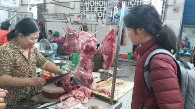 Giá thịt heo phi mã, tiểu thương than lỗ, người tiêu dùng chùn tay mua  - 3