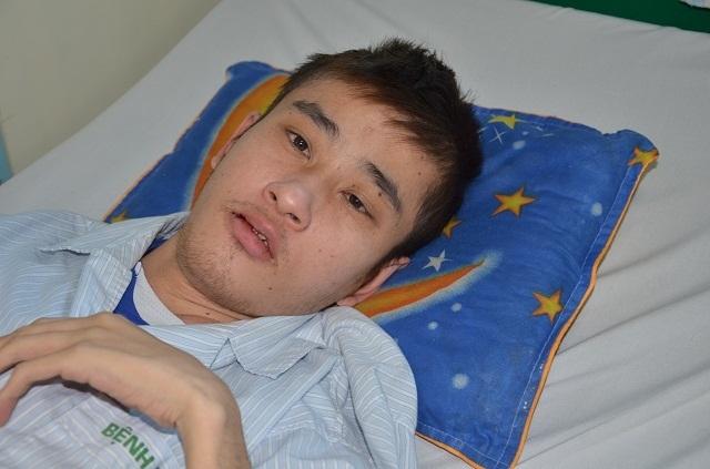Bác sĩ viện Bạch Mai kêu gọi mạnh thường quân cứu chàng trai mắc tim bẩm sinh - 1