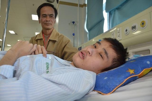 Bác sĩ viện Bạch Mai kêu gọi mạnh thường quân cứu chàng trai mắc tim bẩm sinh - 3