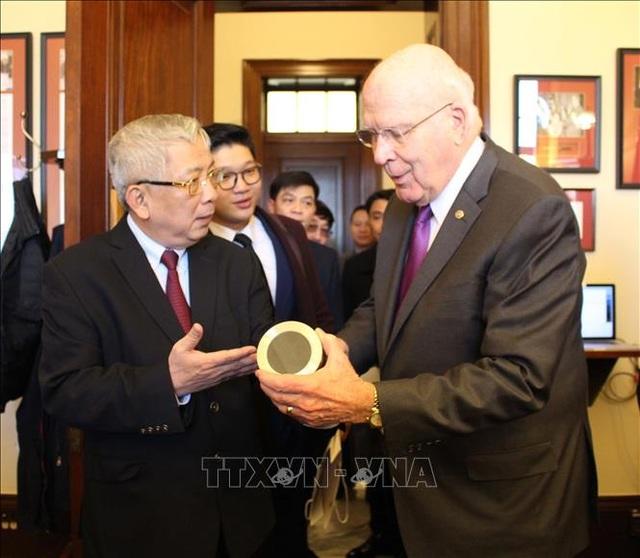 Món quà đặc biệt Thượng tướng Nguyễn Chí Vịnh tặng Thượng Nghị sĩ Mỹ - 3