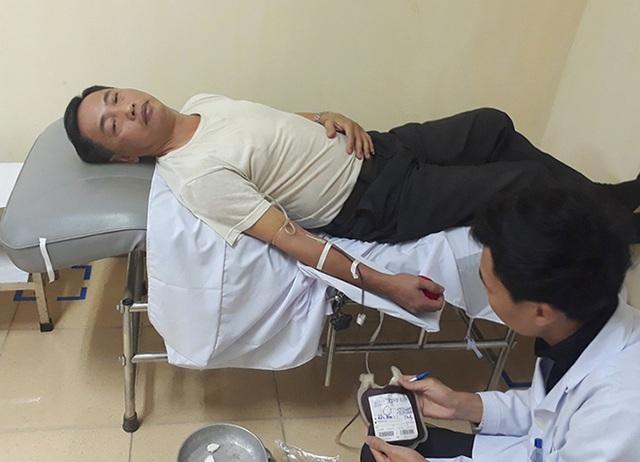 Thầy giáo vượt hàng chục cây số hiến máu cực hiếm cứu người lúc nửa đêm - 1