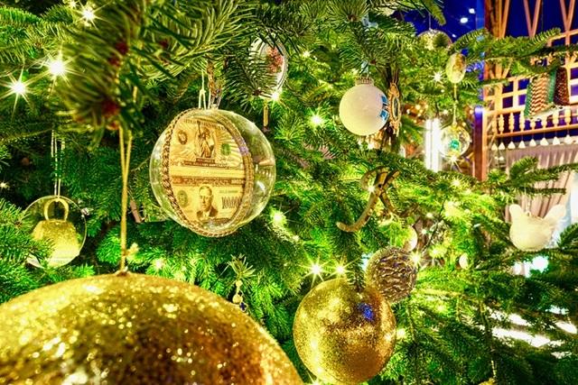 Chiêm ngưỡng cây thông Noel đắt nhất thế giới trị giá hơn 367 tỷ đồng - 2