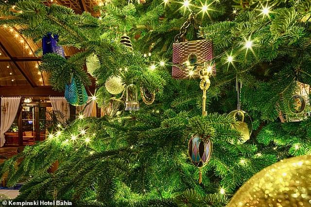 Chiêm ngưỡng cây thông Noel đắt nhất thế giới trị giá hơn 367 tỷ đồng - 4