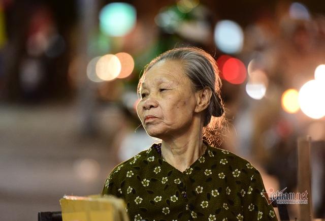 Chàng trai nghèo chở mẹ đi nhặt phế liệu khắp Sài Gòn - 19