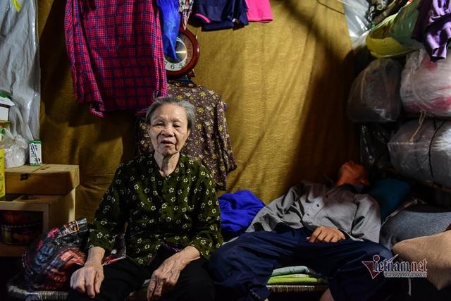 Chàng trai nghèo chở mẹ đi nhặt phế liệu khắp Sài Gòn - 6