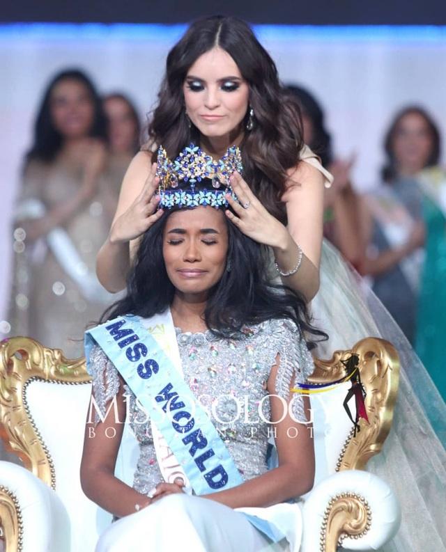 Nụ cười toả nắng và tài năng đặc biệt của Hoa hậu thế giới 2019 - 2
