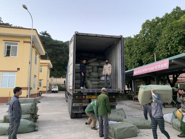 Bắt giữ 3 đối tượng buôn lậu hơn 100 tấn dược liệu qua nhiều tỉnh - 2