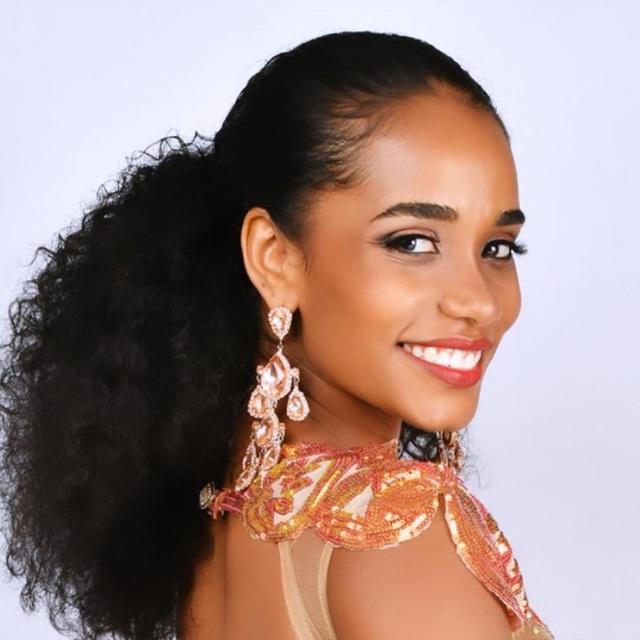Nụ cười toả nắng và tài năng đặc biệt của Hoa hậu thế giới 2019 - 10
