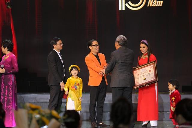 Đạo diễn - diễn viên Nguyễn Công Vượng xác lập kỷ lục Việt Nam - 2