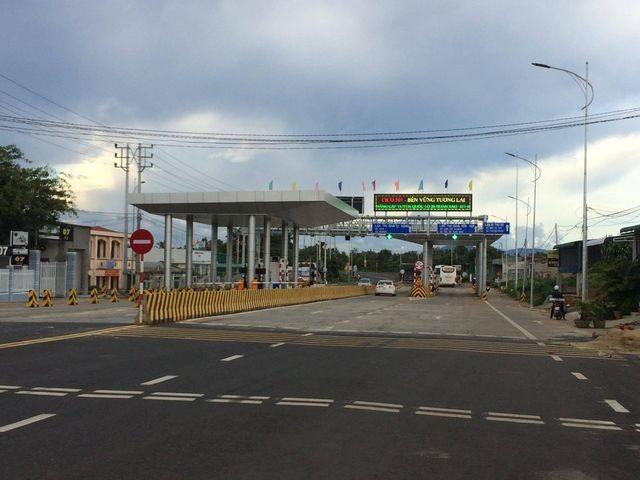Ngày đầu thu phí, trạm BOT tại Đắk Lắk bị dân phản đối - 2