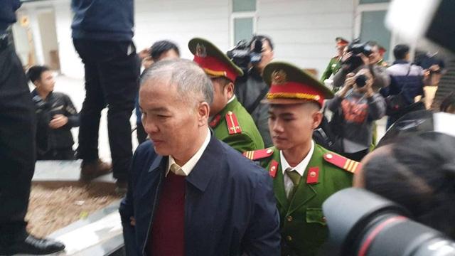 Hai cựu Bộ trưởng Nguyễn Bắc Son, Trương Minh Tuấn hầu tòa - 4
