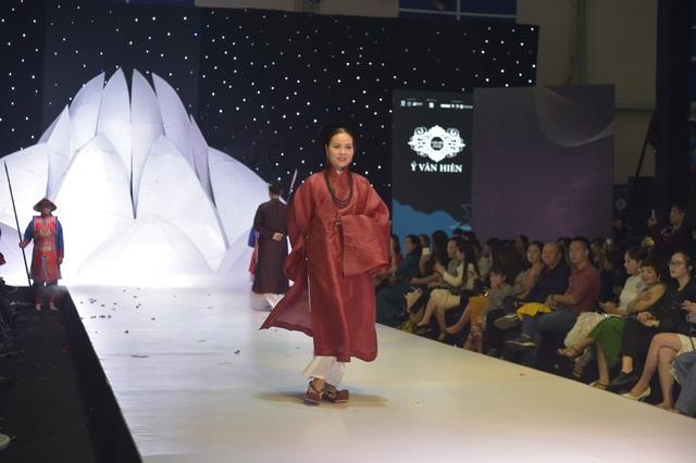 NSND Hoàng Cúc, Thu Hà, Chiều Xuân trình diễn cổ phục thời Nguyễn - 11