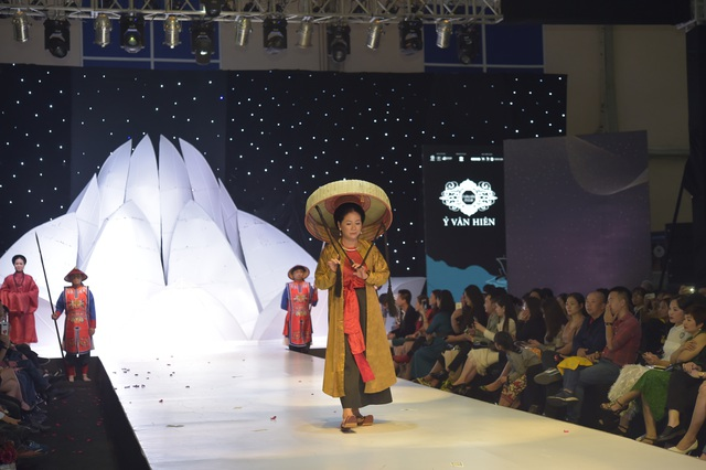 NSND Hoàng Cúc, Thu Hà, Chiều Xuân trình diễn cổ phục thời Nguyễn - 17