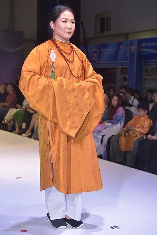 NSND Hoàng Cúc, Thu Hà, Chiều Xuân trình diễn cổ phục thời Nguyễn - 15