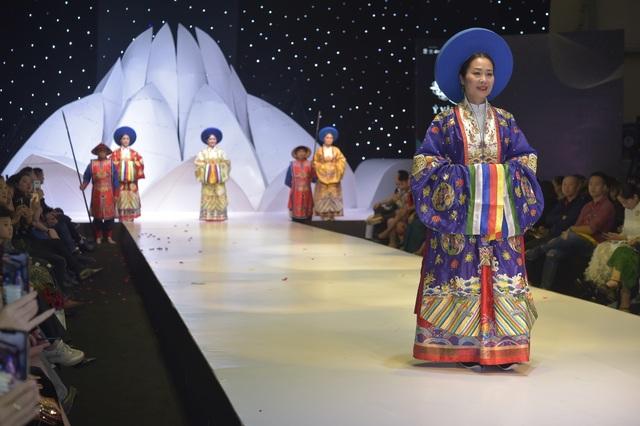 NSND Hoàng Cúc, Thu Hà, Chiều Xuân trình diễn cổ phục thời Nguyễn - 13