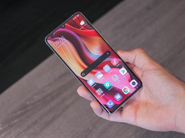 Những mẫu smartphone cận cao cấp đáng chú ý năm 2019 - 2