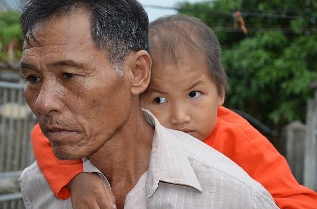 Vợ chồng nghèo bán ruộng cứu con được bạn đọc giúp đỡ hơn 105 triệu đồng - 3