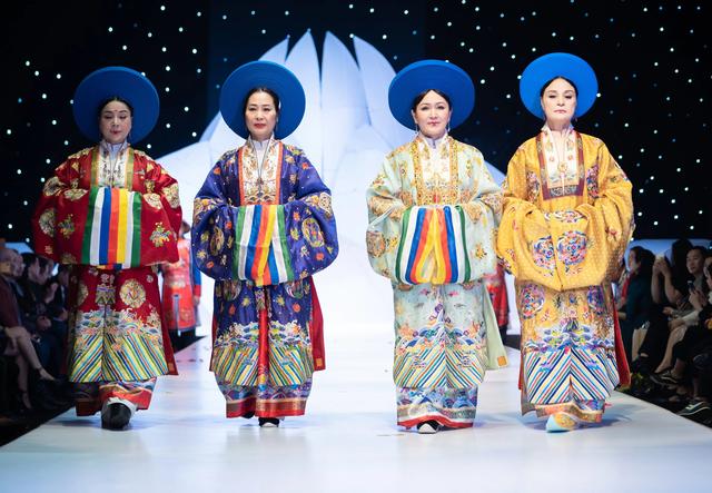 NSND Hoàng Cúc, Thu Hà, Chiều Xuân trình diễn cổ phục thời Nguyễn - 1