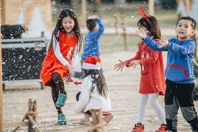 NSƯT Xuân Bắc quy tụ 100 ông, bà già Noel tổ chức Giáng sinh cho trẻ em - 2