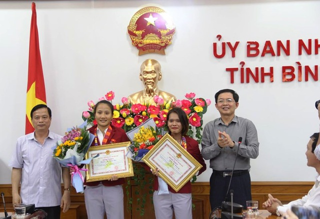 Khen thưởng 2 vận động viên đạt thành tích xuất sắc tại SEA Games 30