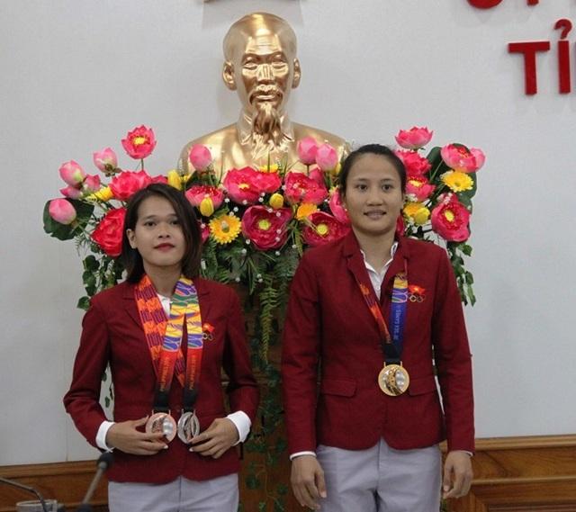 Khen thưởng 2 vận động viên đạt thành tích xuất sắc tại SEA Games 30 - 2