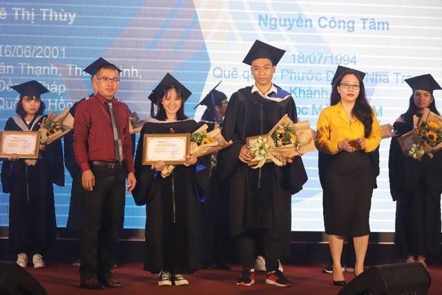 50 thủ khoa, á khoa đại học nhận học bổng vượt khó 2019 - 1