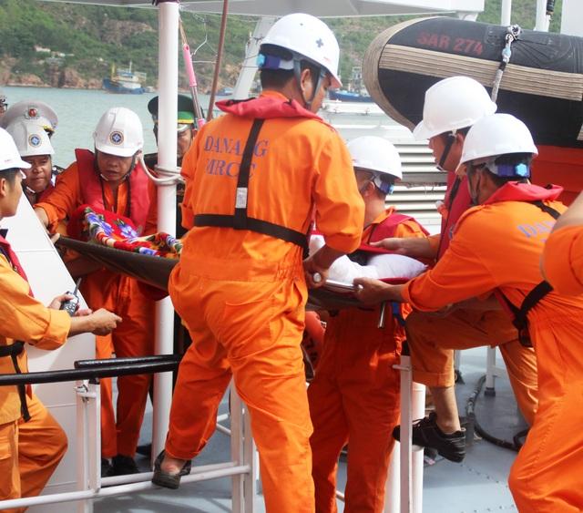 5 ngư dân trên tàu cá hỏng máy, thả trôi trên biển - 1