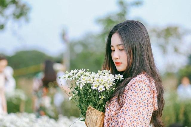 """Nữ sinh Hà Tĩnh """"đốn tim"""" dân mạng với giọng hát ngọt lịm tim - 1"""