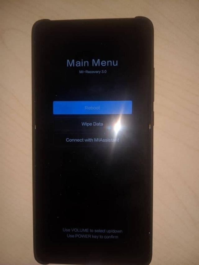 Điện thoại Xiaomi gặp lỗi lạ, hóa cục gạch sau khi đổi hình nền mới - 2