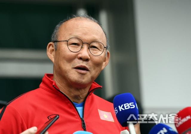 """Báo Hàn Quốc: """"Thầy Park luôn sẵn sàng đương đầu với khó khăn"""" - 2"""