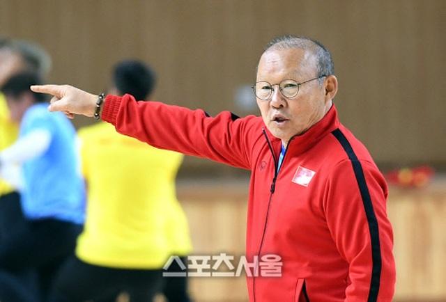 """Báo Hàn Quốc: """"Thầy Park luôn sẵn sàng đương đầu với khó khăn"""" - 1"""
