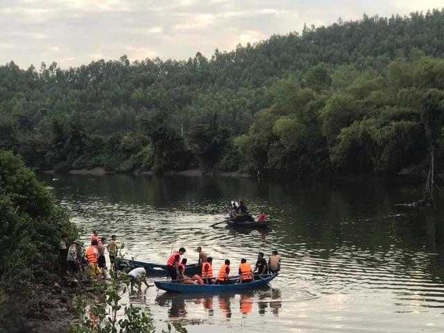 Lật thuyền trên sông, bé gái 5 tuổi chết đuối cùng cha - 1