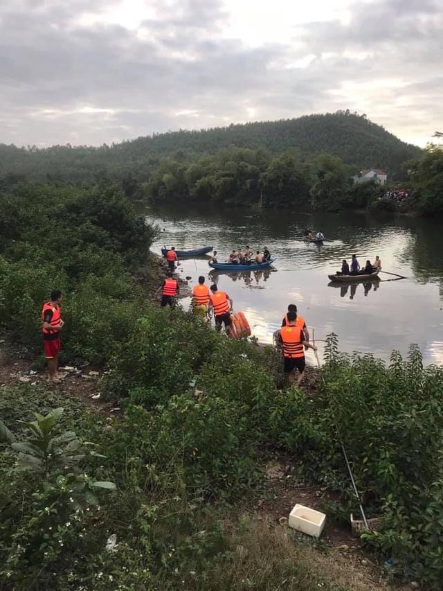 Lật thuyền trên sông, bé gái 5 tuổi chết đuối cùng cha - 2