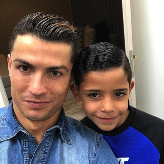 C.Ronaldo lộ ảnh hẹn hò lãng mạn bên người yêu xinh đẹp - 2