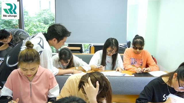 Trao học bổng, trao yêu thương cho học viên khiếm thị - 1