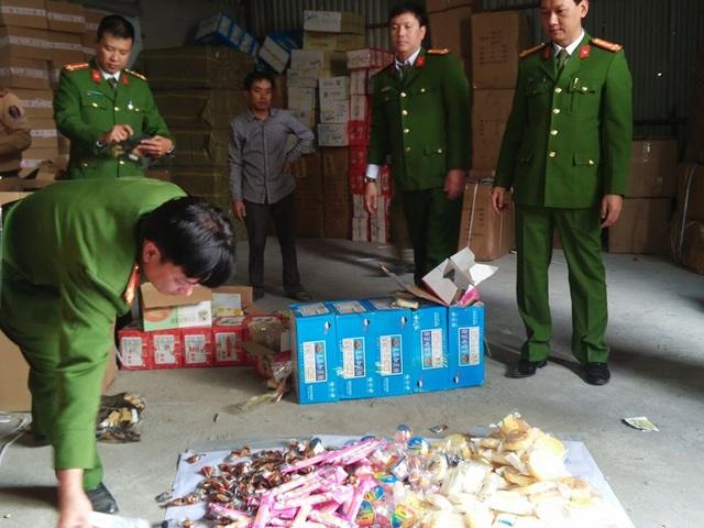Cảnh sát phát hiện hơn 20 tấn hàng nhập lậu trên cao tốc Hà Nội - Lào Cai - 2