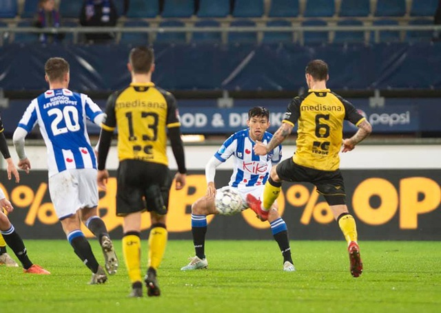 HLV Heerenveen tiết lộ lý do trao cơ hội ra sân cho Văn Hậu